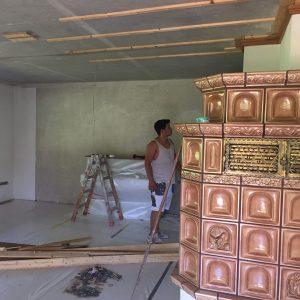 Die Unterkonstruktion Für Die Neue Gipskartondecke Wird Eingebaut, Die Neue  Beleuchtung Wird Eingemessen Und Die Kabel Entsprechend In Der  Unterkonstruktion ...